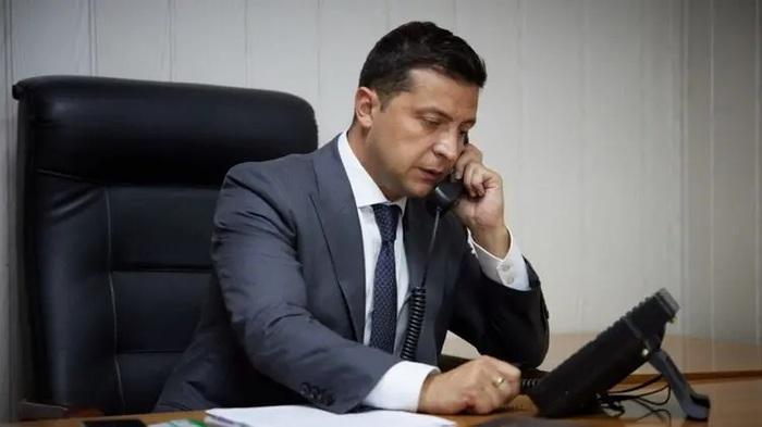 В телефонном разговоре с Байденом Зеленский доложил, что по Коломойскому подписано пять подозрений