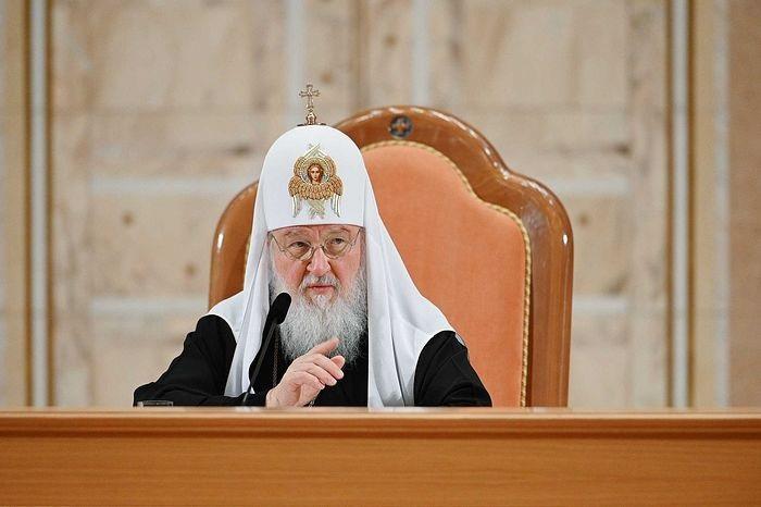 Синод РПЦ под руководством патриарха объявили ему благодарность «за мудрость»