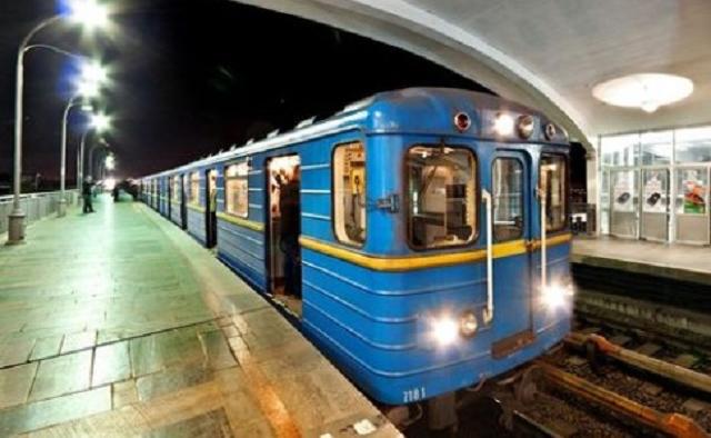 Киевский метрополитен закупил 22 тыс. узбекских метелок у фигуранта уголовного дела