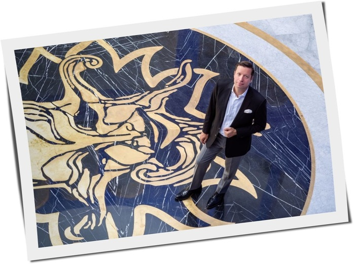 Обнальщик Круглов Константин Александрович с конвертами Universum, ООО Трейд Опт ЛТД на Кипре