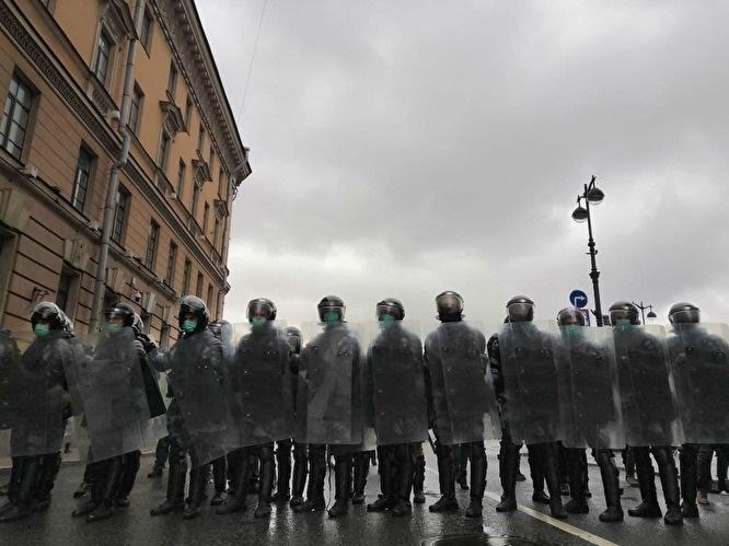 «ОВД-Инфо»: к середине ночи в России задержали более 1700 человек
