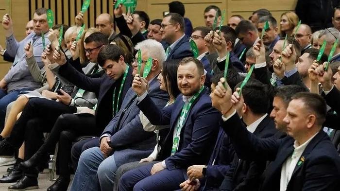 """Пожурили Шевченко, оставили без наказания Тищенко. Чем закончилось заседание фракции """"Слуги народа"""""""