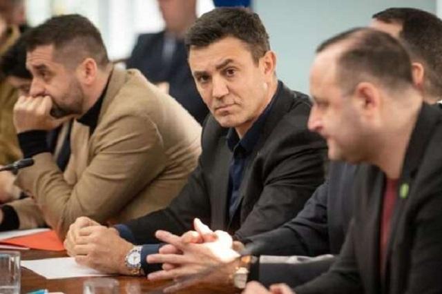 Тищенко заявил, что не готов пустить всю страну в свою постель