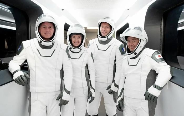 Компания Маска запустила пилотируемый корабль к МКС