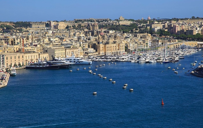 Михаилу Фридману приглянулся климат Мальты