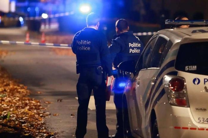 Под Парижем мигрант зарезал полицейскую прямо в участке
