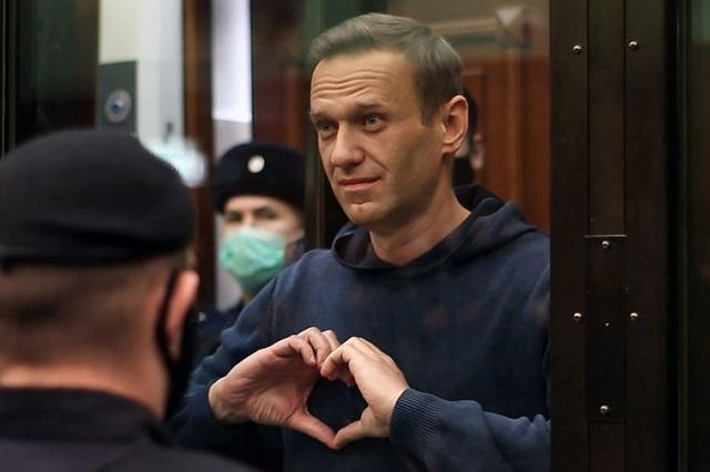 Навальный дает урок всему миру
