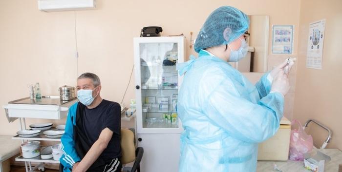 В Украине началась вакцинация населения старше 65 лет