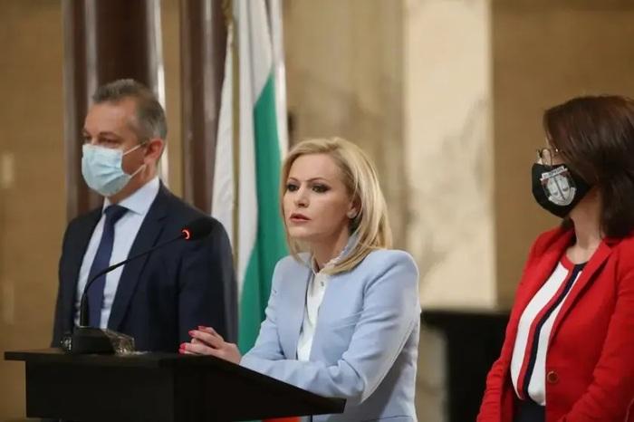 Болгария подозревает россиян во взрывах на заводах, где хранилось оружие для Украины
