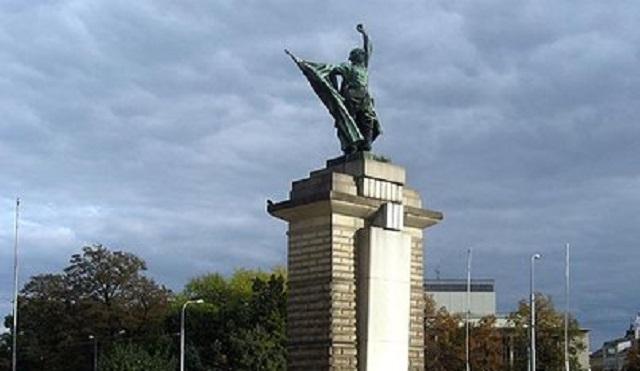 В России завели дело за осквернение памятника красноармейцам в Чехии