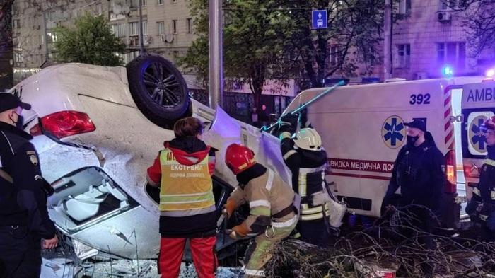 ДТП в Киеве с участием пьяного водителя: погибла молодая девушка, еще одна пострадала
