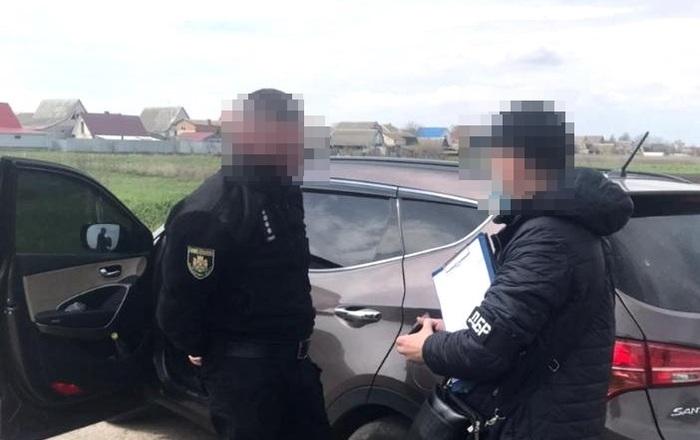 В Житомирской области полицейские вымогали взятки топливными талонами