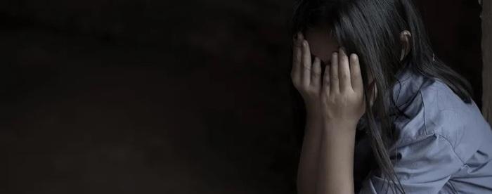 В Киеве мужчину заподозрили в изнасиловании 15-летней дочери коллеги
