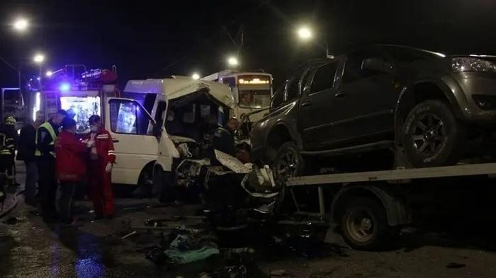 Смертельная авария в Днепре. Маршрутка столкнулась с грузовиком на мосту