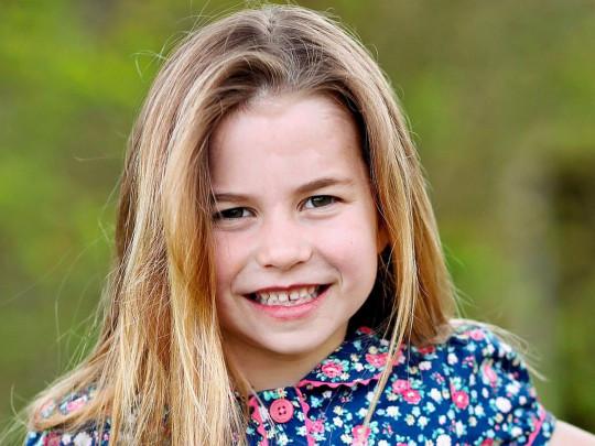 В честь шестилетие принцессы Шарлотты Кейт Миддлтон и принц Уильям поделились новым портретом дочери