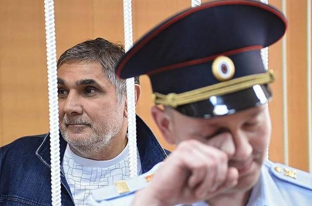 «Мы же не говорим, что у него подельники - бывшие менты»: Убийство в Грузии привело к обострению отношений между Шакро и Мерабом