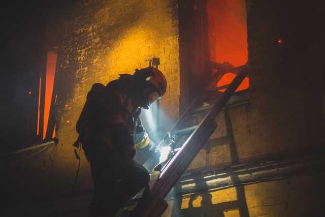 2 человека погибли при пожаре в двухэтажном жилом доме в Голосеевском районе Киева