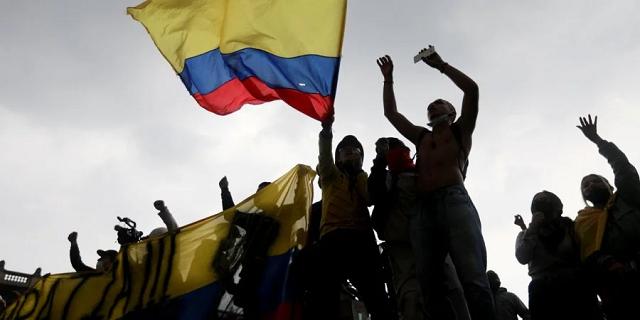 Протесты против налоговой реформы в Колумбии: погибли не менее 17 человек, ещё 800 пострадали