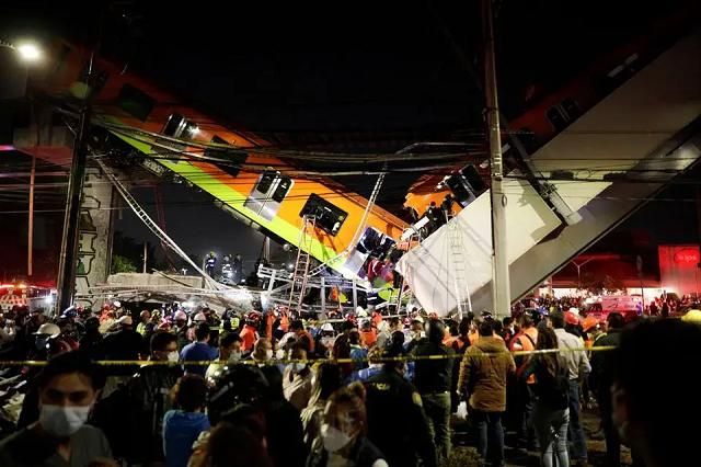 В столице Мексики обрушился мост с поездом метро, погибли более 10 человек
