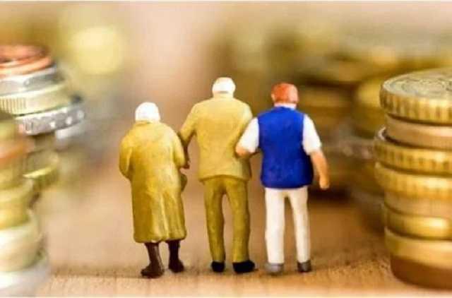 Как выйти на пенсию в 60 лет: в Кабмине озвучили требования к мужчинам и женщинам