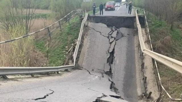 О трещине знали неделю назад. Как в Украине рухнул очередной мост и почему они «устают»