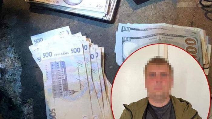 В Киеве полицейский во время патрулирования украл у потерпевшего сумку с крупной суммой денег