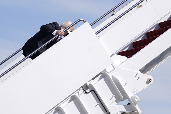 Джо Байден и 50 оттенков курьезов: как СМИ реагируют на ляпы президента США