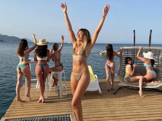 «Коктейль, коктейль, коктейль» Леся Никитюк круто оторвалась на девичнике в Турции