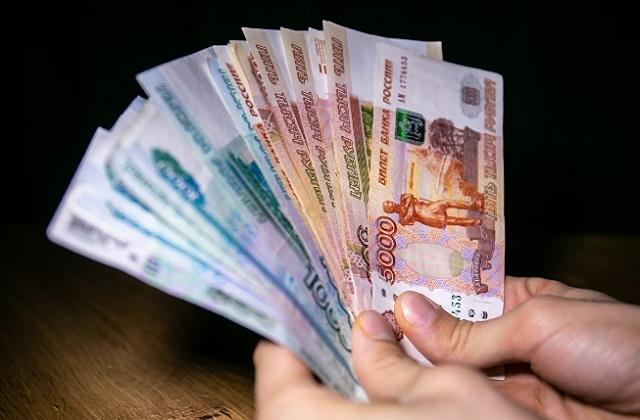 Почти 80% россиян считают неоправданно завышенными зарплаты чиновников