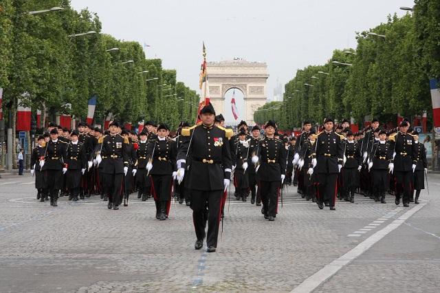 Господа офицеры. Почему Франция оказалась на пороге путча