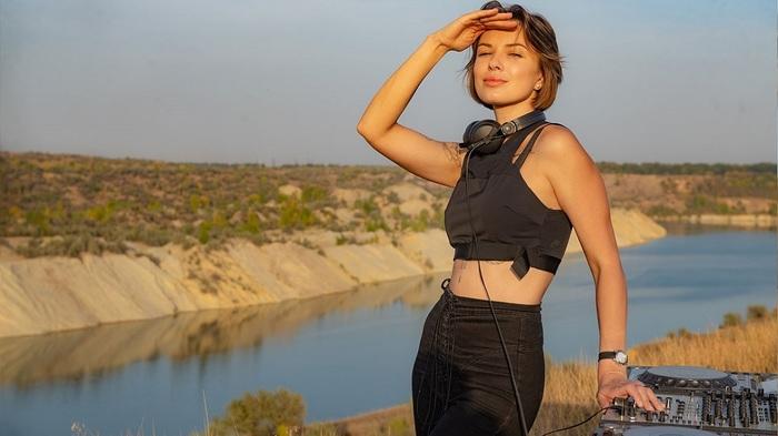 «Пишите еще!»: Жена Лещенко ответила на критику ее выступления в Москве