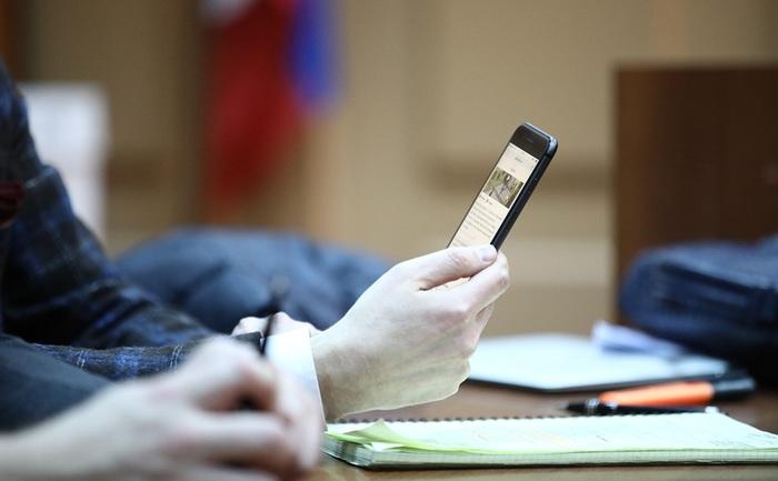 Депутаты хотят запретить адвокатам проносить телефоны в колонии, несмотря на решения ВС