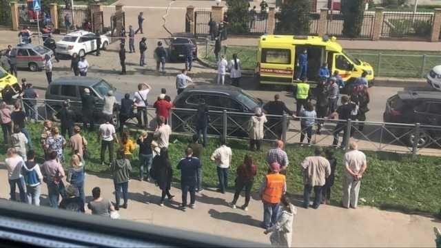 В сети опубликовали видео, на котором из казанской школы вывозят тела погибших в результате стрельбы учеников