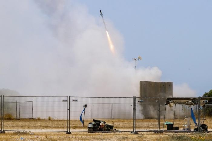 В ХАМАС заявили, что запустили 130 ракет по Тель-Авиву. Есть раненые