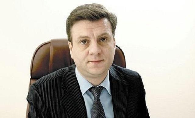 Бизнесмен, с которым отдыхал омский министр, получил за 10 лет контрактов на ₽2 млрд