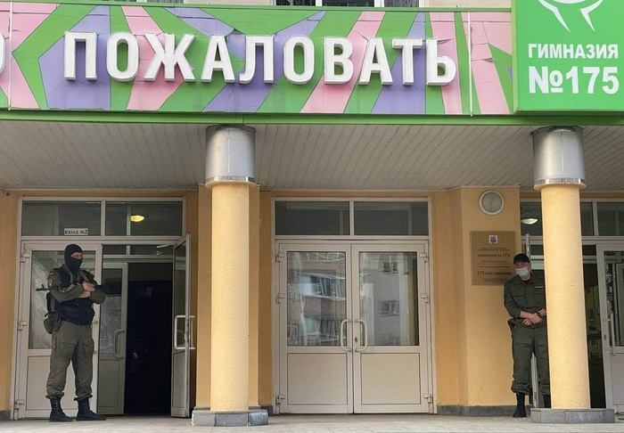 Казанский стрелок оставил бомбу в раздевалке школы: от взрыва частично обрушились стены