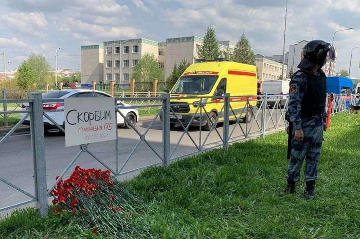 Сидим под партой: появились новые видео расстрела в Казани