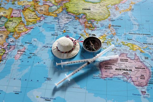 Вакцина за €3000. Мама нардепа организовала прививочные туры в ЕС и США