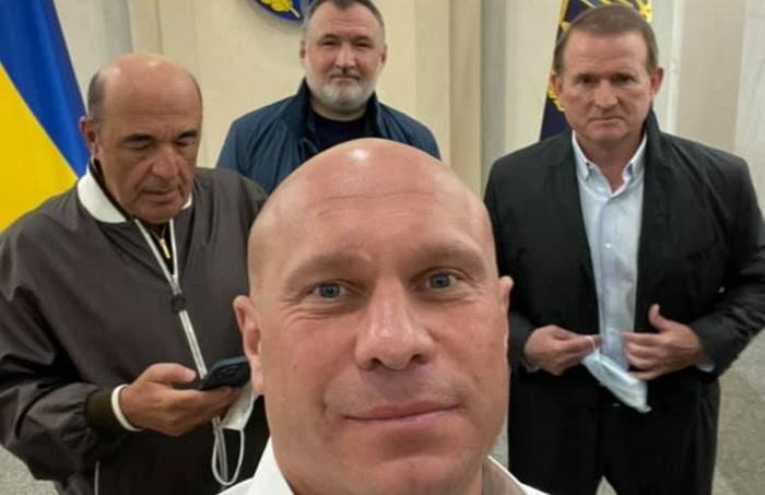 «Клоуны из г*вна пулю слепить хотят»: Кива прокомментировал суд по Медведчуку