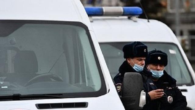 Около сотни мигрантов с арматурой и дубинками в руках подрались в Петербурге
