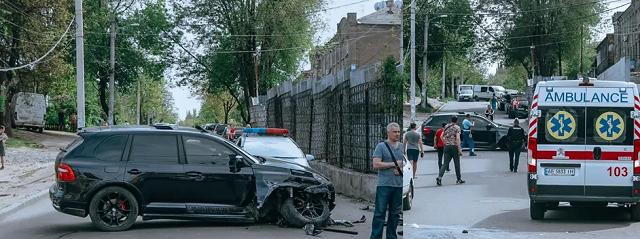В Днепре водитель Porsche сбил людей на переходе