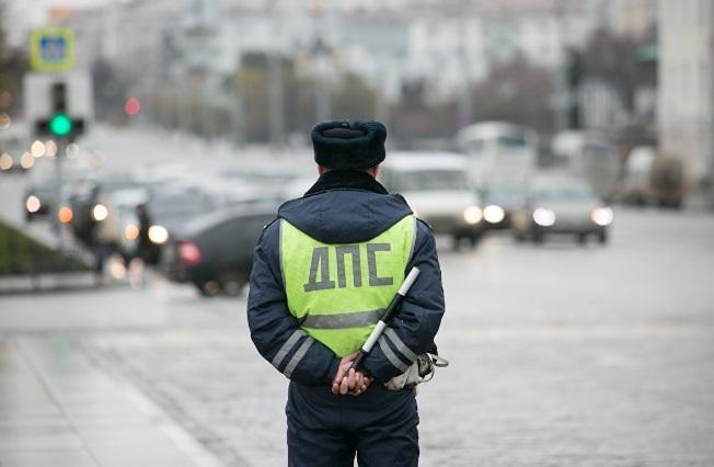 Гаишникам в России запретят брать документы у водителей, если туда вложены деньги
