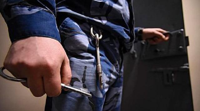 Российского конвоира задержали за попытку передать подсудимым наркотики