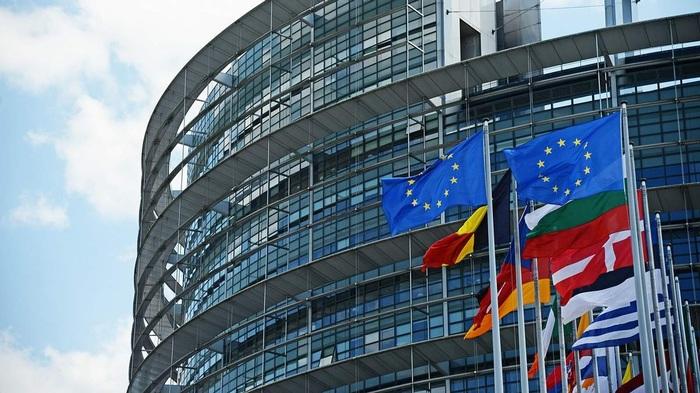 Европарламент принял резолюцию по Беларуси: хотят отключить от SWIFT и расширить санкции