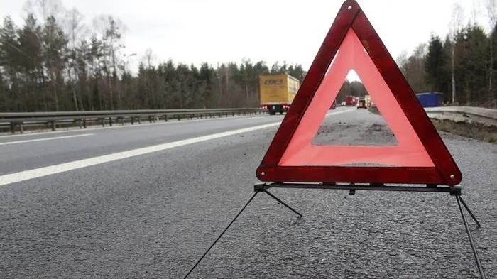 Под Киевом произошла тройная авария с опрокидыванием. Есть пострадавший