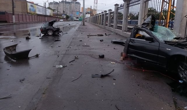 Смертельное ДТП в Одессе: автомобиль разорвало на части, водитель и пассажир погибли на месте