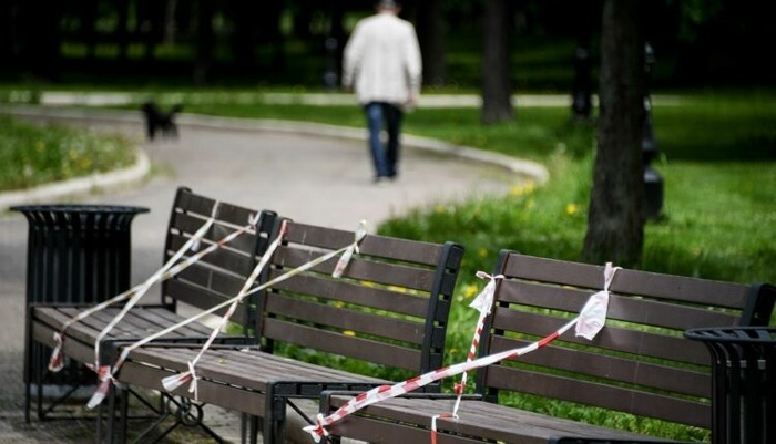 Собянин разрешил москвичам сидеть на лавочках без риска быть оштрафованными