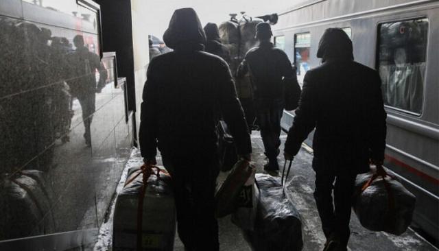 Министерство сельского хозяйства планирует завозить мигрантов в Россию на чартерных поездах