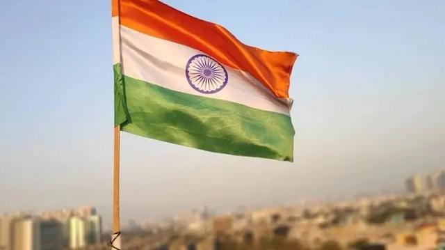 В Индии отец развозил приглашения на свадьбу дочери и по дороге нашел её тело