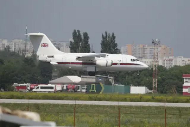 В Одессе приземлился британский правительственный самолет и летают американские конвертопланы